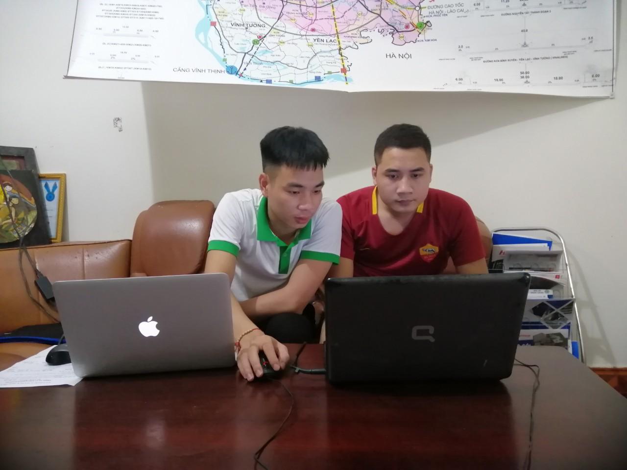 Anh Nguyễn Văn Ngọc hướng dẫn Anh Mạnh viết bài chuẩn SEO